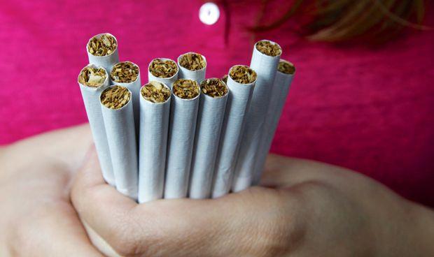 Vinculan el hábito de fumar y la diabetes a calcificaciones cerebrales