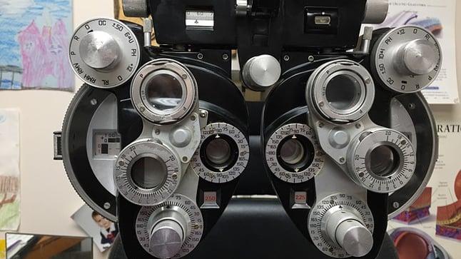 ¿Cuáles son las complicaciones del astigmatismo?