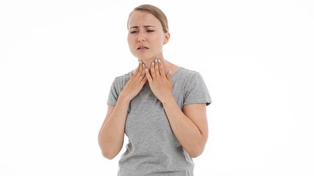 ¿Cómo se diagnostica el dolor de garganta?