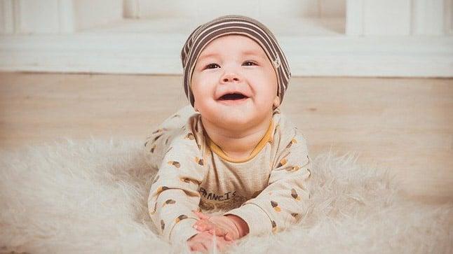 Causas, tipos, síntomas y tratamiento de la ictericia neonatal