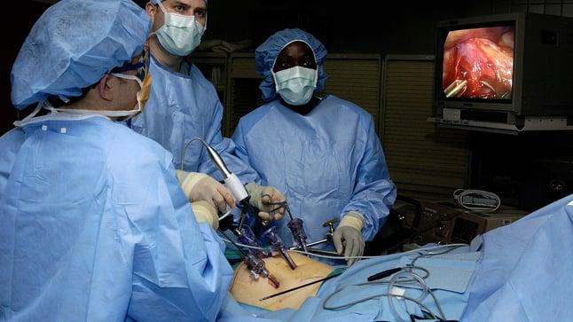 ¿Cuándo se solicita una laparoscopia?