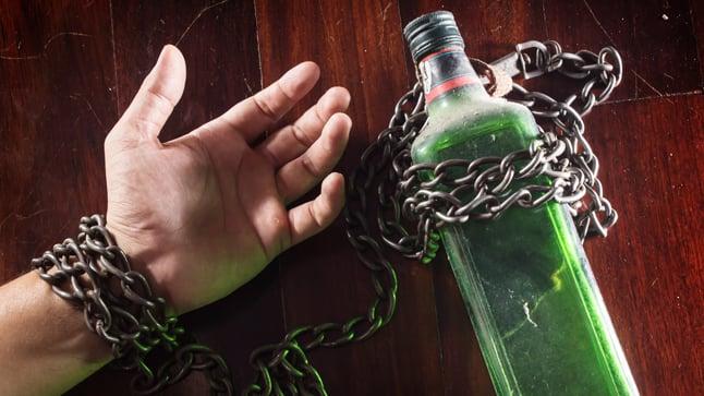 ¿Cómo se clasifican los trastornos relacionados con el consumo de alcohol?